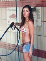 jasmine_waltz_bikini_car_wash_july_26_2011_4-450x592
