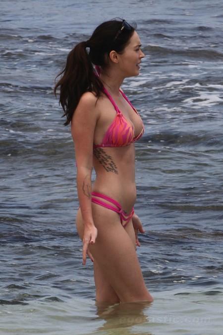 megan_fox_pink_bikini_hawaii_10-450x675