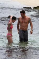megan_fox_pink_bikini_hawaii_16-450x675