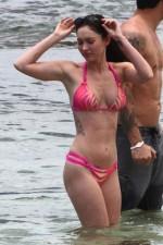 megan_fox_pink_bikini_hawaii_21-450x675